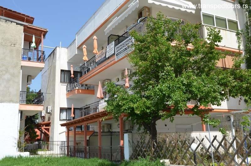 Nea Flogita Apartmani Bouzalis
